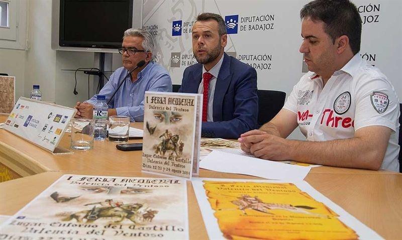 Valencia del Ventoso celebra su primera feria medieval en el entorno del castillo de la localidad