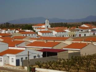 Fomento invierte 277.000 euros en la construcci�n de cinco viviendas para las familias con menos recursos de Ruecas