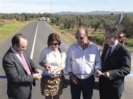 La carretera que une La Nava de Santiago con Cordobilla de L�cara se inaugura tras las obras de refuerzo y se�alizaci�n