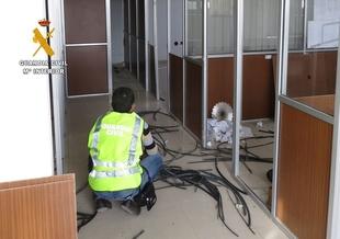 Detenido un var�n por robo en un complejo de oficinas en Villafranca de material vendido en una chaterr�a