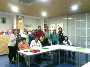 Usuarios de Aprosuba 4 participan en un taller para fomentar el bienestar de las personas con discapacidad intelectual