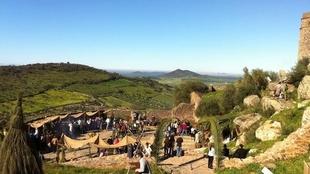 Unos 200 vecinos participan en el tradicional bel�n viviente en el Castillo de Alconchel