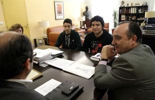 Los alumnos premiados en la X Olimpiada de Biolog�a de Extremadura visitan al presidente de la Diputaci�n