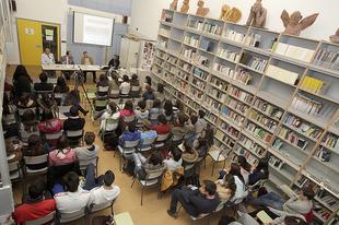 Cort�s ofrece una charla a los alumnos del I.E.S de Fuente de Cantos sobre las diputaciones