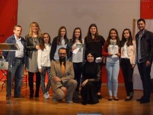 Seis chicas de la Asociaci�n 'Barbuquejo' de Cabeza del Buey ganan el I Premio de Investigaci�n Juvenil Isabel Gallardo
