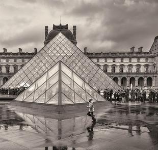 La fot�grafa Katy G�mez expone '12 horas en el Louvre' en Villafranca de los Barros