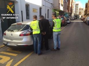 Detenido un hombre por estafar 5.000 euros a 12 compradores de coches de varias provincias, uno de Badajoz