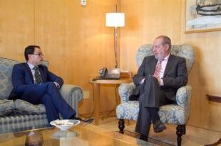 La provincia de Badajoz se interesa por el modelo de anticipos extraordinarios FEAR de la Diputaci�n de Sevilla