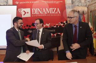 Miguel �ngel Gallardo visita Olivenza en una jornada informativa con trabajadores de la Diputaci�n de Badajoz
