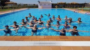 Finalizan los cursos de acuaerobic organizados por el Ayuntamiento de Coria con un total de 42 alumnas