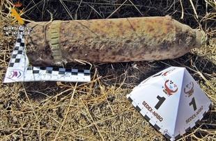La Guardia Civil desactiva un proyectil de artiller�a de la Guerra Civil en Cabeza del Buey
