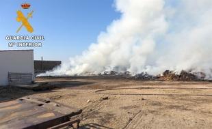 El incendio de mil pacas de heno en Villanueva del Fresno fue provocado por una ''imprudencia'' con una radial