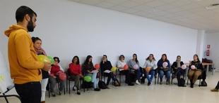 Un veintena de personas entrena la b�squeda de trabajo en una lanzadera de empleo en Villanueva de la Serena