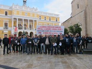 Bomberos y representantes de Guadiana del Caudillo y Villafranco se manifiestan por la ''actitud dictatorial'' de Gallardo