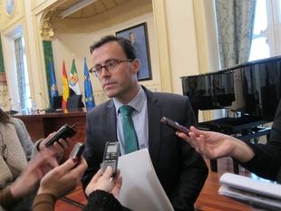 Gallardo cree que el PP ''mece la cuna'' de las manifestaciones en el ''conflicto'' de los bomberos o la Memoria Histórica