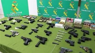 Detenidas en varias provincias 30 personas de una red que manipulaba y vendía ilegalmente armas de fuego