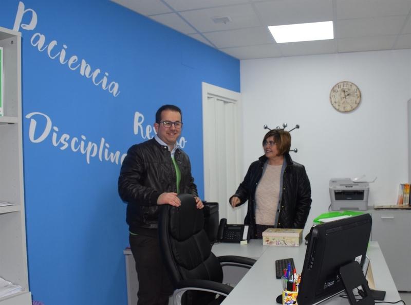 La Diputación de Cáceres invierte 10.000 euros en mejorar la accesibilidad del ayuntamiento de Navalvillar de Ibor