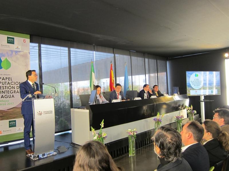 El presidente de la Diputación de Badajoz exige un plan de infraestructuras de aguas residuales en pequeños municipios