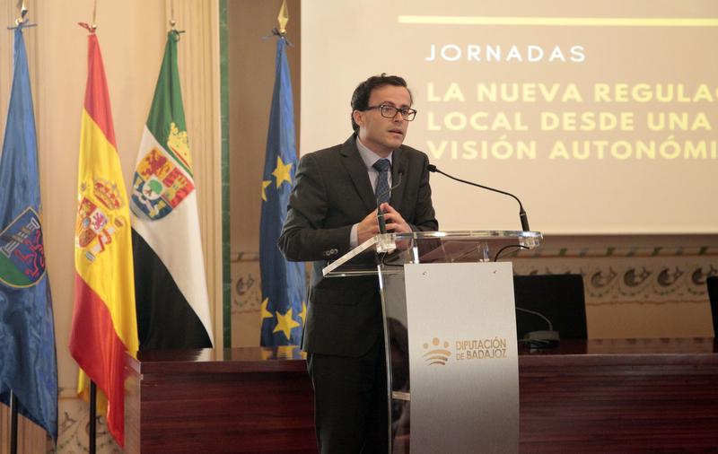 La Diputación trabaja en elaborar una Ley que defienda la economía local y a los ayuntamientos