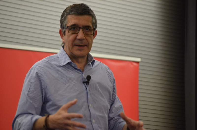 Patxi López buscará avales en su carrera para liderar el PSOE el próximo viernes en Villanueva de la Serena