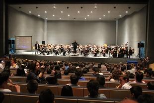 Escolares de diez colegios de Mérida y Almendralejo participan e interactúan en un concierto de la OSCAM