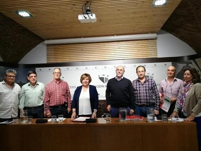 La Diputación de Cáceres y sindicatos firman un 'Pacto social y laboral' para formar y motivar a los trabajadores