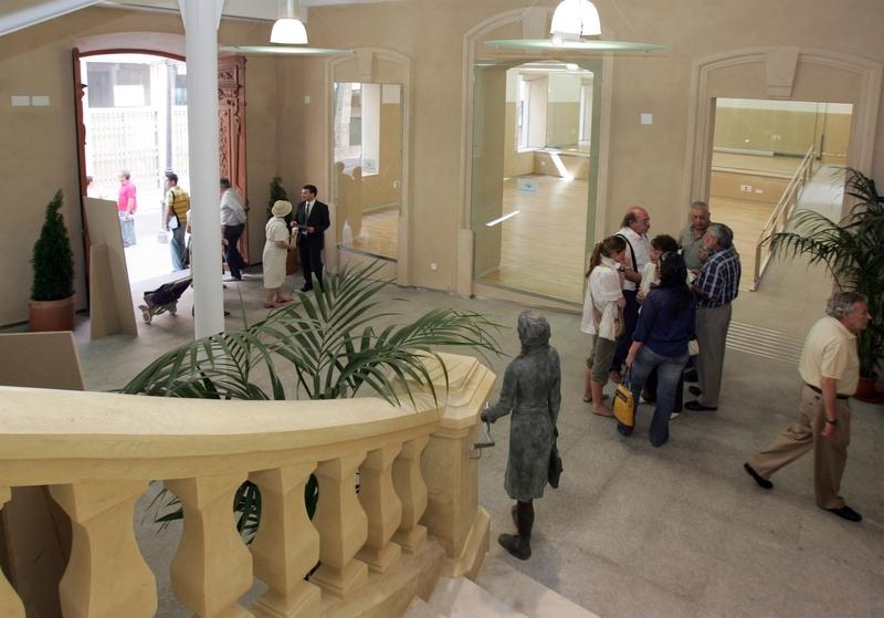 La Diputación de Badajoz publica este lunes el contrato del servicio de limpieza y jardinería para sus edificios