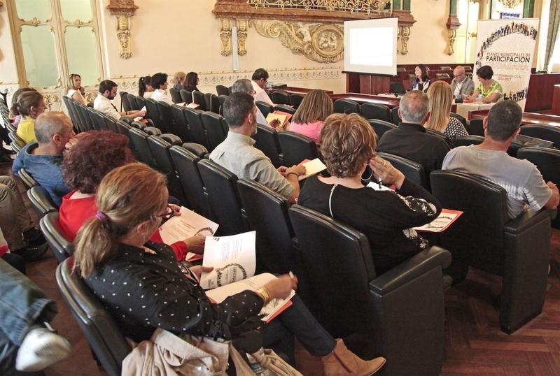 Alcaldes y concejales de la provincia asisten a una Jornada sobre Experiencias Locales de Participación