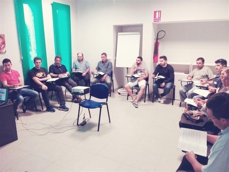 Badajoz provincia un curso forma a 13 personas para el for Curso mantenimiento piscinas