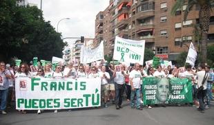 Más de 500 personas en Badajoz exigen la intervención de la UCO para encontrar a Francisca Cadenas
