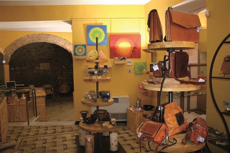 La Diputación de Cáceres renueva el convenio para el desarrollo del sector artesano de la provincia