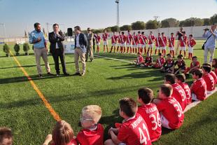 Navalvillar de Pela ya dispone de un nuevo campo de fútbol con césped artificial