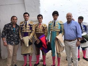 Puerta grande en el debut con caballos de José Luis Moreno en Fregenal de la Sierra