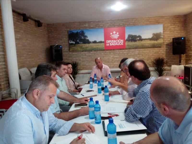 La Diputación se ha reunido en Zafra con las Denominaciones de Origen de la provincia y con la Mancomunidad de Tentudía