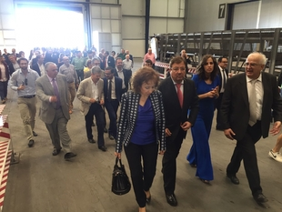 El presidente de la Junta de Extremadura, inaugura una nueva planta de la fábrica Alumasa en Villafranca de los Barros
