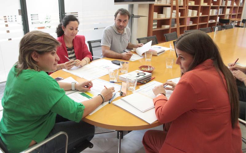 La Diputación se reúne con la Junta para hablar de las ''Becas Diputación Contigo Talento''