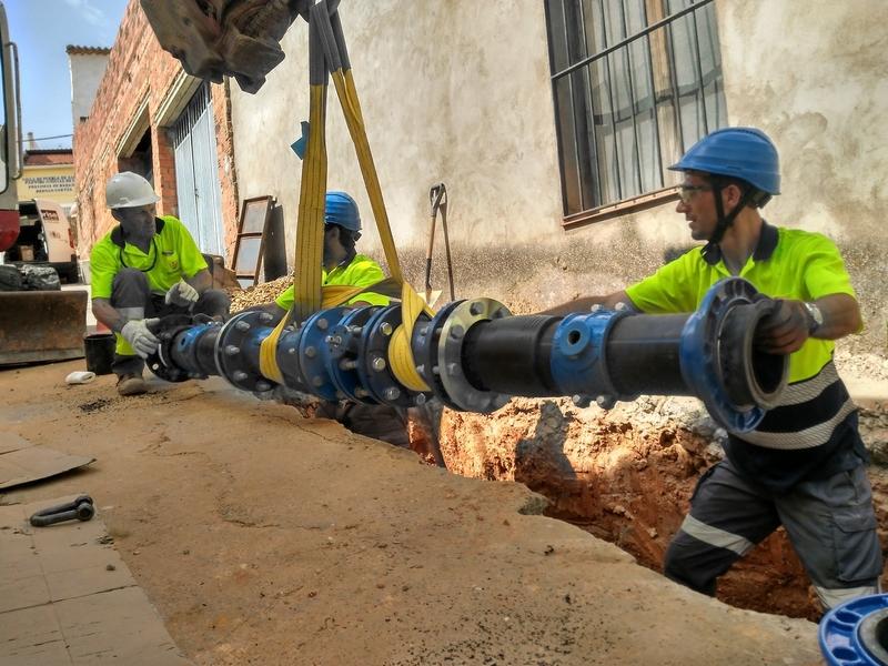 Incrementa la presión del agua en Puebla de Alcocer tras mejoras en la red de abastecimiento