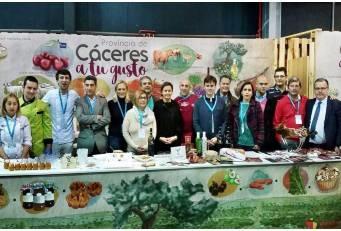 La coordinación y sintonía entre la Diputación y las D.O.P e I.G.P sorprenden en el Festival Gastronómico GijónSeCome