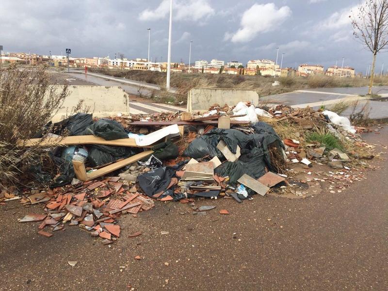 Cs Mérida critica la aparición de escombreras en la zona que une Salesianos con Plantonal de la Vera por ''falta de limpieza''