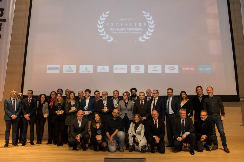 La Diputación de Badajoz entrega a la institución provincial cacereña uno de los premios Extrecine