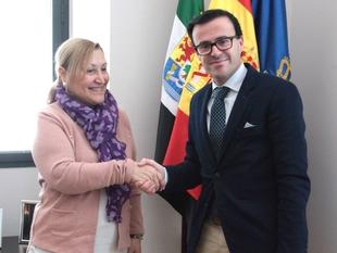 Gallardo entrega a AOEX las llaves del nuevo local cedido por la Diputación