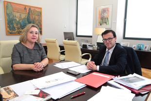 Miguel Ángel Gallardo recibe a la presidenta del CES