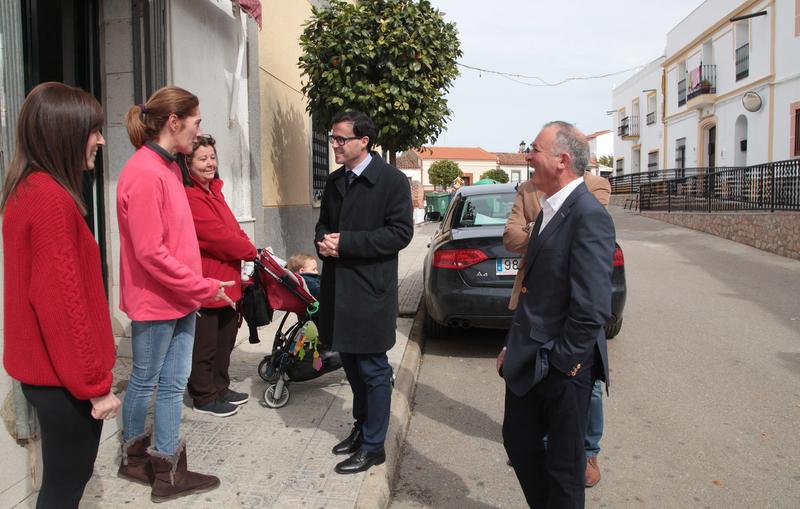 En su gira de visitas por los pueblos de la provincia, Gallardo se ha trasladado a Palomas