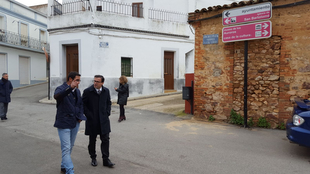 Miguel Ángel Gallardo visita la localidad de Zarza Capilla