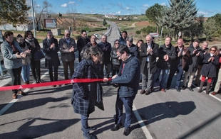 El presidente de la Diputación inaugura las obras realizadas en la carretera BA-086 de Maguilla a la EX-103