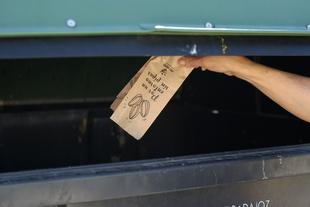 Promedio distribuye 25.000 bolsas para que no haya cáscaras de pipas en Semana Santa
