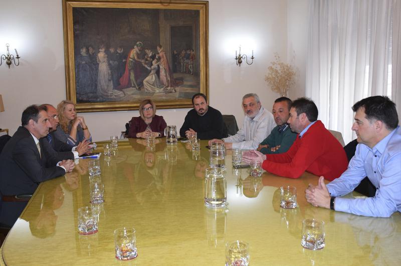 La Diputación propicia una reunión entre Liberbank y ayuntamientos en la que se ha conseguido retomar el diálogo