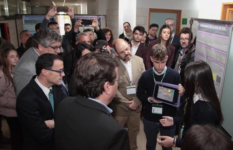 Cerca de 500 estudiantes de todo el país y Elvas participan en un encuentro científico en La Roca de la Sierra