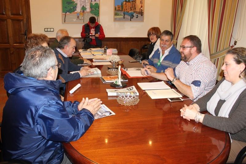 Rodríguez Osuna recibe a la gestora de la Plataforma de Jubilados y Pensionistas de Mérida y Comarca