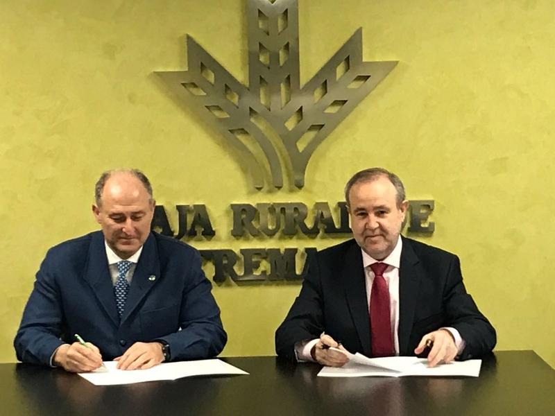 Caja Rural de Extremadura renueva su colaboración con el Colegio de Veterinarios de Badajoz